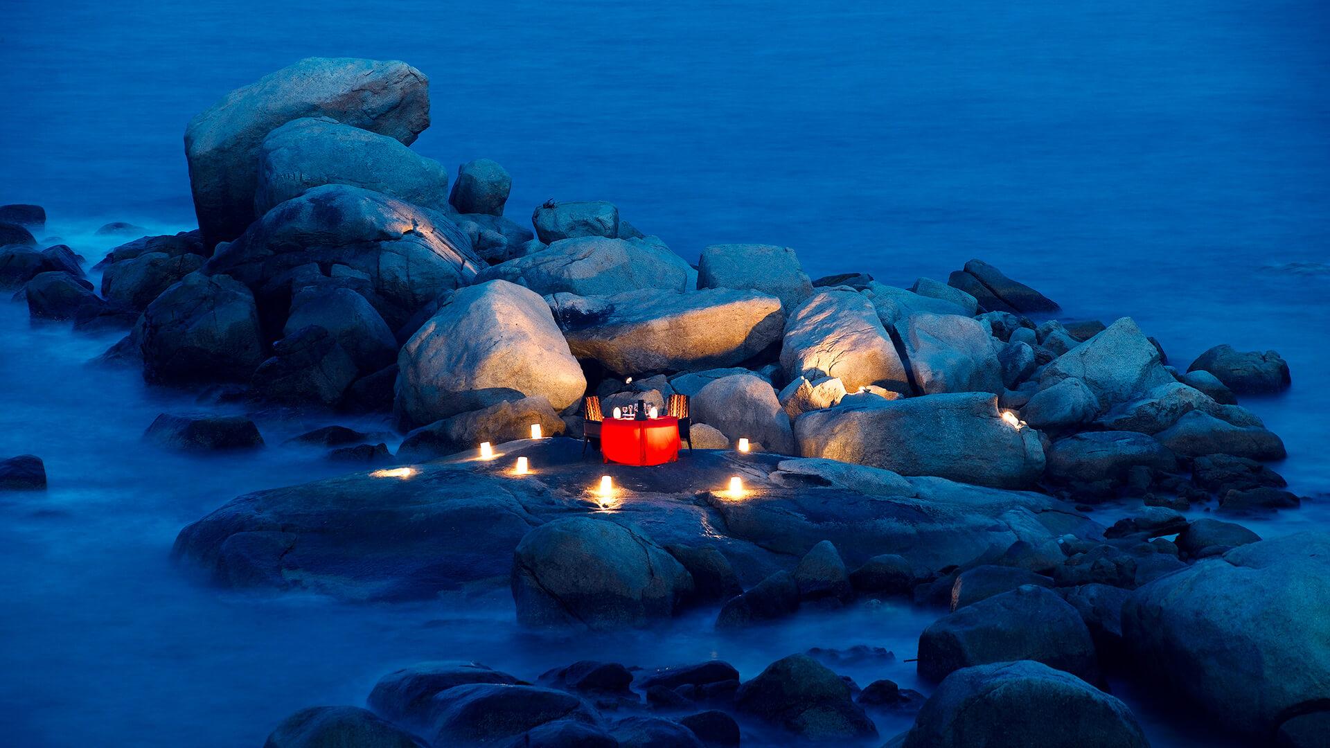 DINNER ON THE ROCKS